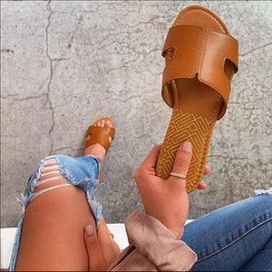 Cognac slip on sandals